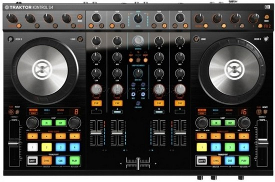 native_instruments_traktor_kontrol_s4_mk2_photo_12.jpg